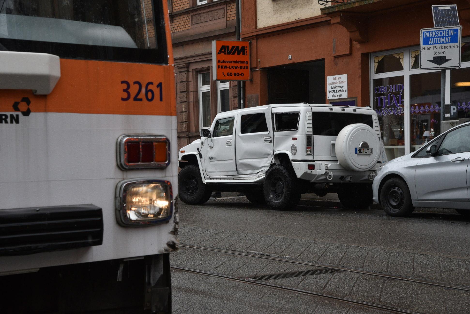 Hummer gegen Straßenbahn | Radio Regenbogen