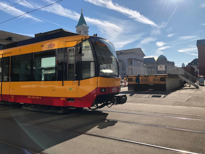 Karlsruhe: S-Bahn fährt ungebremst über Kreuzung - Regenbogen